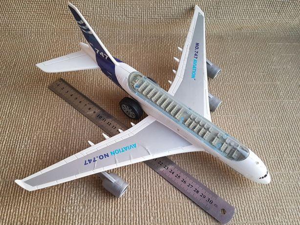 Модель самолета Boeing 747, на батарейках. Не комплект