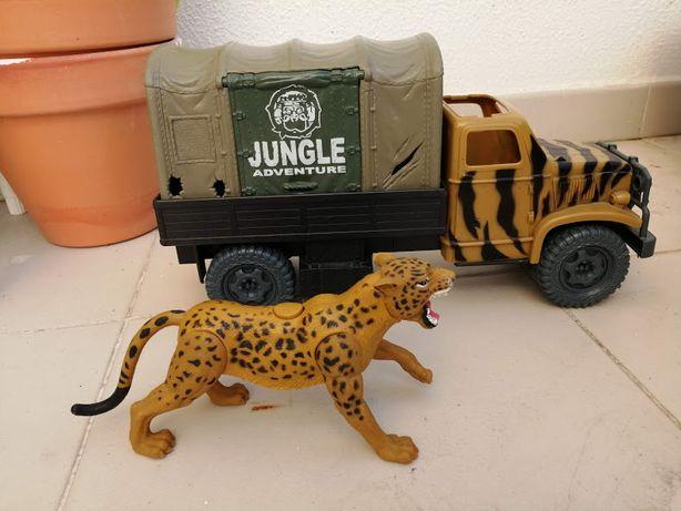 Jipe e leopardo de brincar