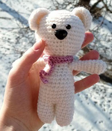 Новогодняя игрушка вязаный крючком полярный мишка