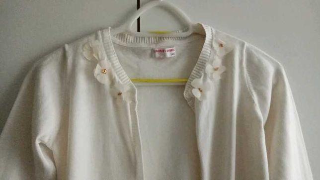 Kremowy sweter z kwiatami na guziki
