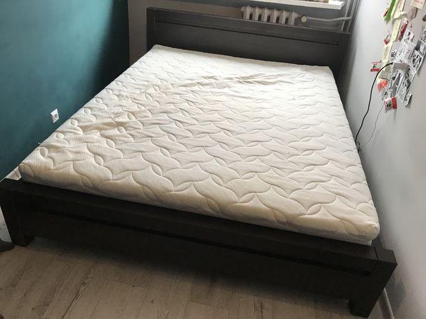 Łóżko z materacem do sypialni