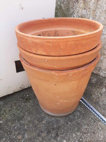 Vasos de barro usados