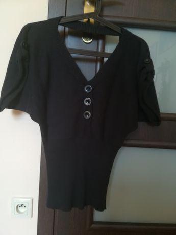 Bluzka czarna- duże guziki, krótki rękaw, wycięte plecy-rozmiar S (36)