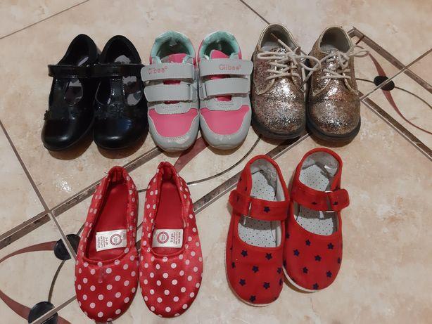 Полуботинки кросівки туфлі тапочки