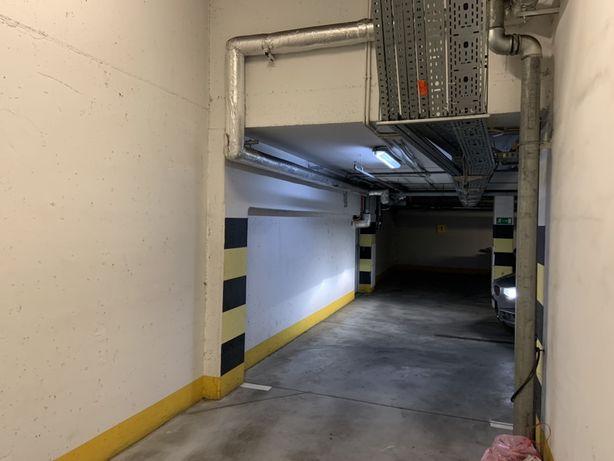 Sprzedam miejsce parkingowe w hali garażowej