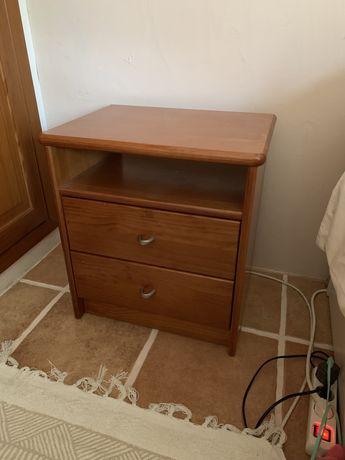 2 mesas de cabeceira madeira com duas gavetas