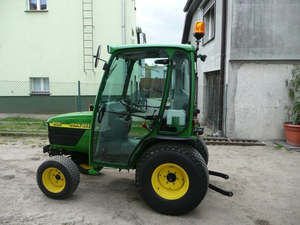 Traktorek John Deere 4100 4x4 kOMUNALNY