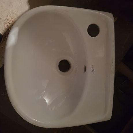 Mała umywalka do wc