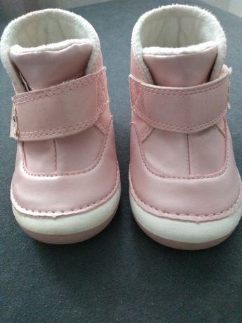 Śliczne buciki dla niemowlaka rozmiar 18