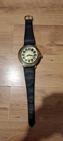 rzadki stary zegar w kształcie mechanicznego zegarka Mercedesa polaris