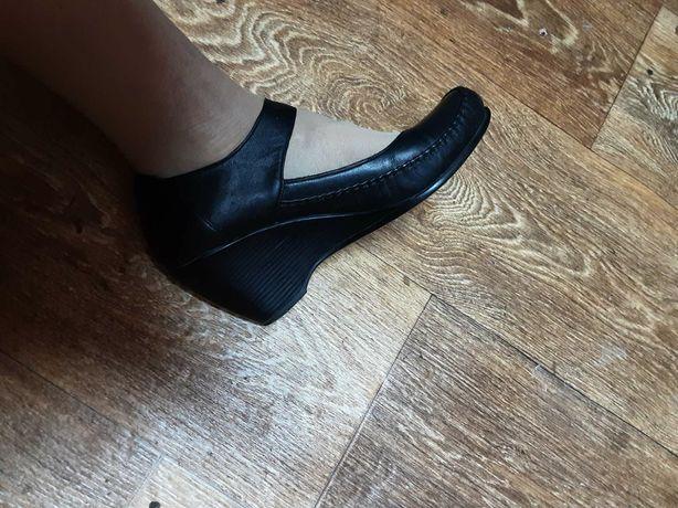 Продам шкіряні  туфлі 39р. дуже зручні.