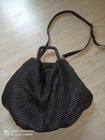 czarna torebka worek Reserved