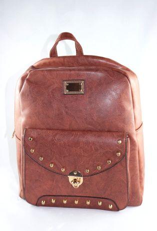 Plecak damski brązowy z klamrą