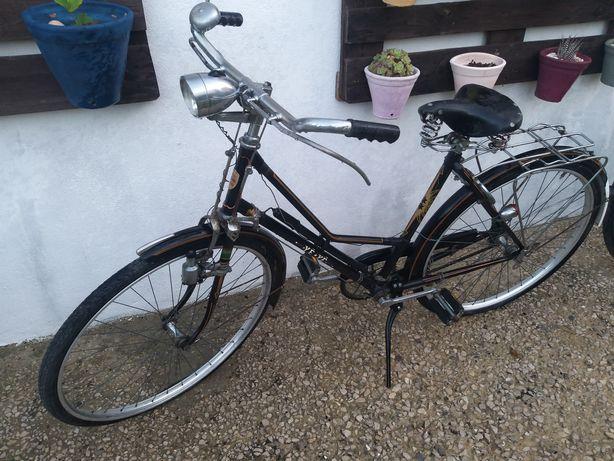 Bicicleta antiga para troca , por bicicleta 2 lugares ou de senhora .