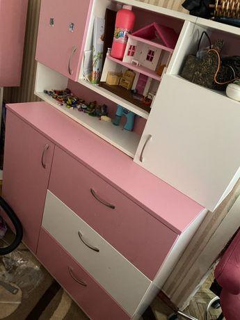 чердак детская комната мебель кровать комод шкаф стол