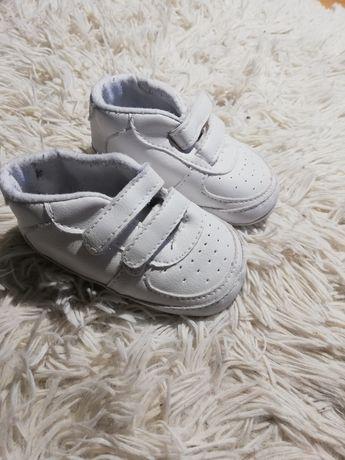 Buciki dla niemowląt niechodki