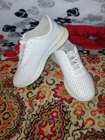 Літні жіночі кросівки 39 розмір