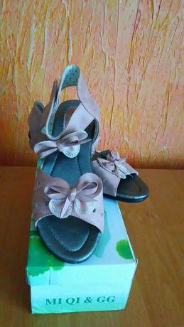 NOWE sandałki dziewczęce