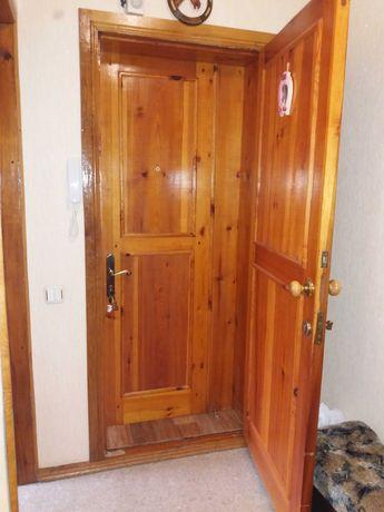 Входная двойная деревянная дверь Б/У