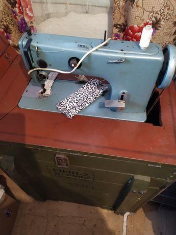 Армейская швейная машинка 322 класса