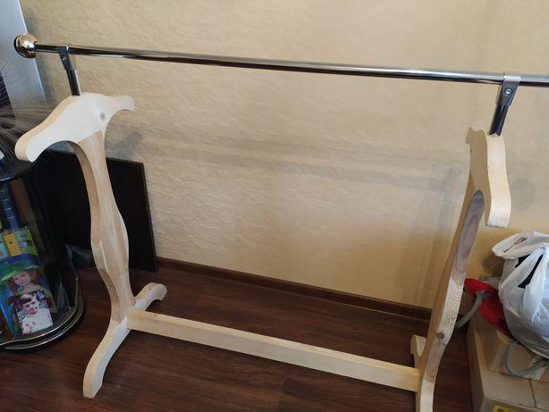 Стойка вешалка для одежды из дерева стелаж
