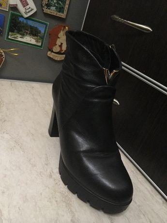 Продам демисезонные ботинки 38 р б/у натуральная кожа