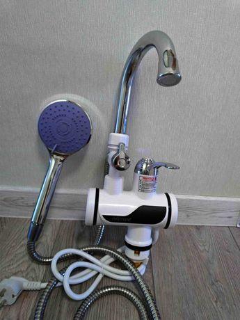 Проточний водонагрівач . Новый кран для гарячої води з екраном та душе