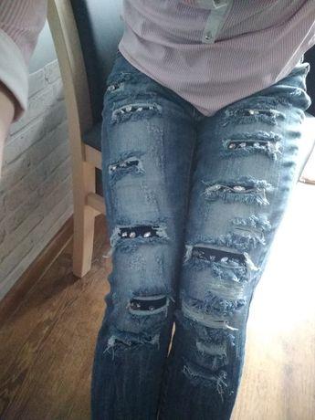 Spodnie dzinsowe r s przetarcia ,ozdobione