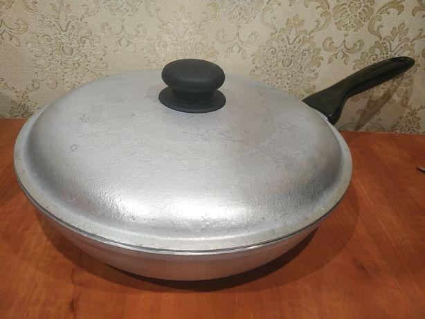 Сковорода алюминиевая в идеальном состоянии.
