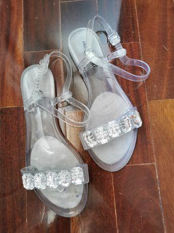 Sandálias rasas, novas