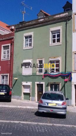 Investimento - Venda - Predio - 4 Pisos - Lisboa - 8 Apartamentos