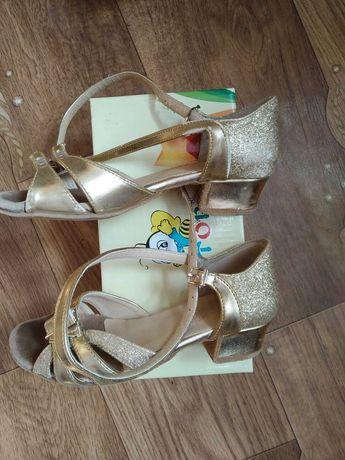 Туфлі для дівчинки для бальних танців 18 см