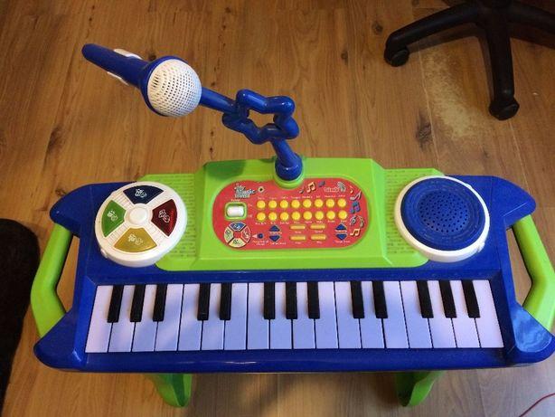 Pianino z opcją dodawania dźwięków Zwierząt, gitary, samby itp.
