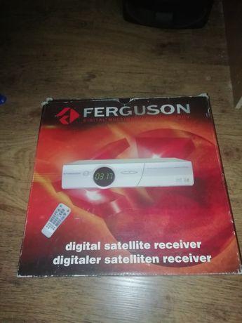 Dekoder satelitarny marki Ferguson na kartę z pilotem jak nowy z folią