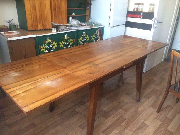 Stół kuchenny rozkładany drewniany i komplet krzeseł