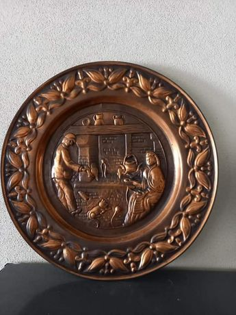 Vendo Prato antigo decorativo em bom estado