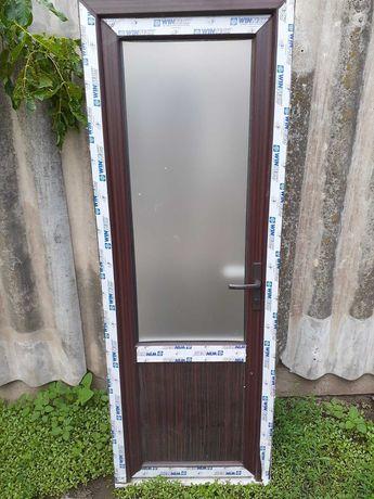 Двери пластиковые!