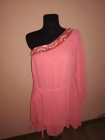 Minowa sukienka zwiewna na jedno ramię