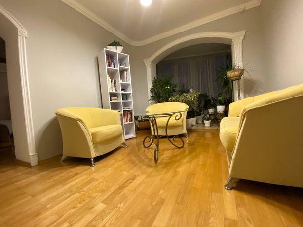 Продам простору квартиру по вулиці Шухевича 2