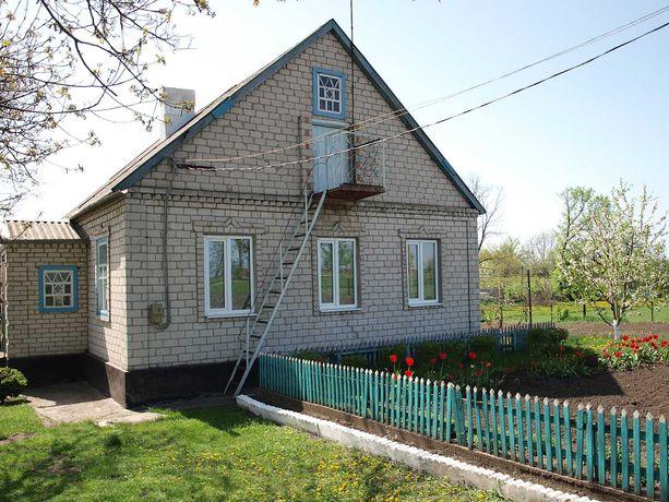 Продам дом в пгт Кринички с большим участком