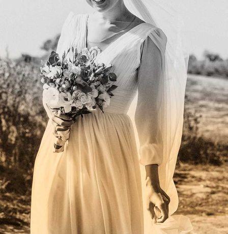 Нежное свадебное платье со шлейфом
