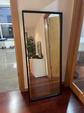 Espelho IKEA modelo Sandtorg