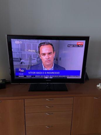 TV smart tv Led Samsung 40 como nova