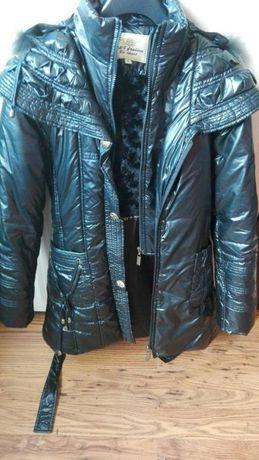 Zimowa ciepła czarna kurtka z kapturem futerko