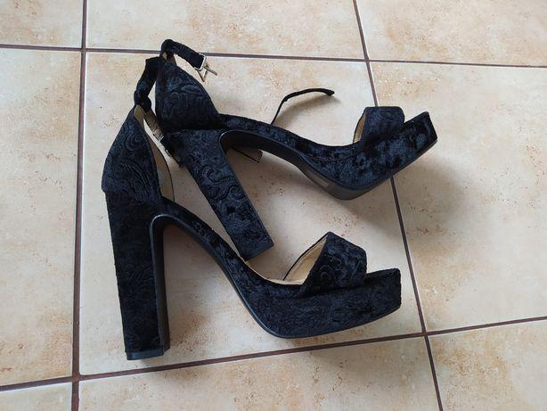 Босоніжки 39 р чорні босоножки на каблуку