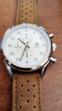 Fajny zegarek widoczny na zdjęciach kwarcowy