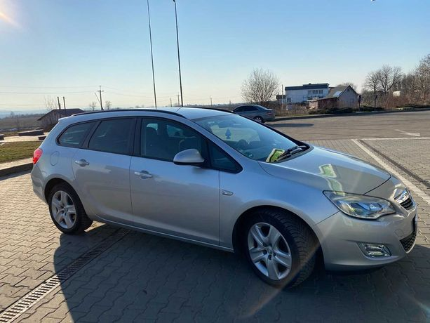 Opel Astra J sport tour