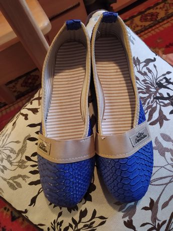 Туфлі. Балетки. Мокасини