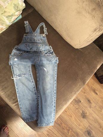 Продам джинсовый комбинезон Gap
