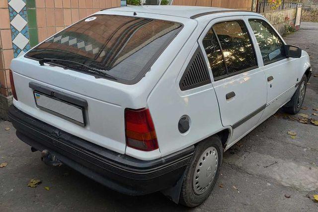 Opel Kadett Хетчбек 1.6 Бензин, на ходу. Опель Кадет